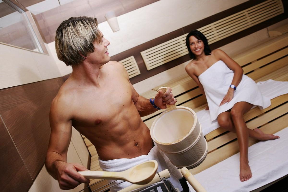 Футболисты в сауне, Жена Глушакова: Застала Дениса в бане с любовницей 6 фотография